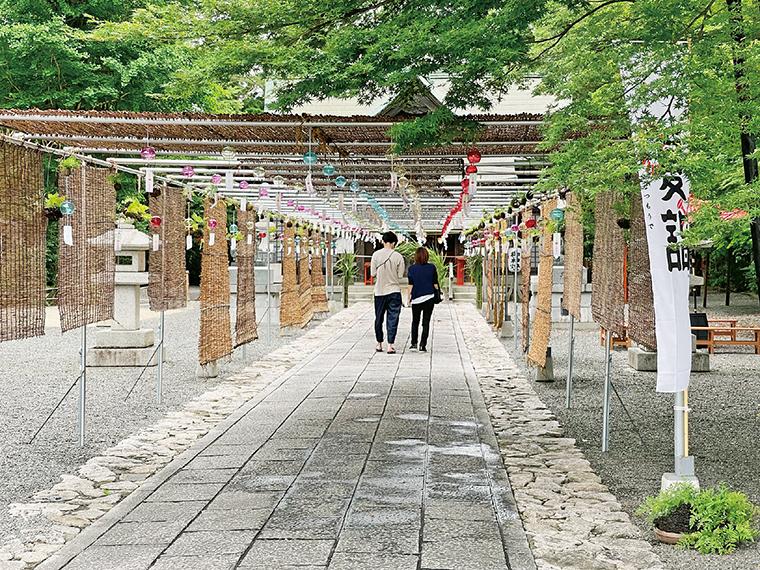 約30mにわたる「風鈴参道」。200個の風鈴が織り成す涼の風景を楽しんで