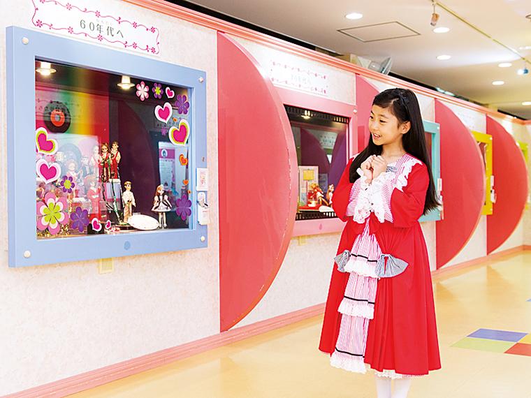 ミュージアムには歴代のリカちゃんの他、リカちゃんハウスやジェニーなども展示している