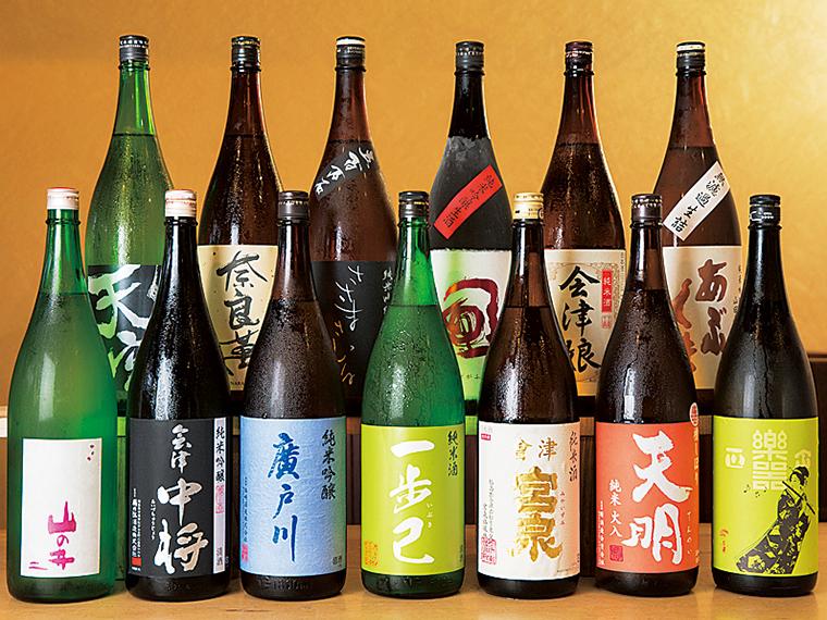 """福島県内の銘酒が豊富に揃う。そのお酒が何倍もおいしく味わえる飲み方など、""""裏技""""的な話も教えてくれるのでスタッフに声をかけてみて"""