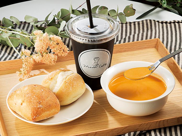 「オマール海老のスープ」はパン2種、ドリンク付きで756円