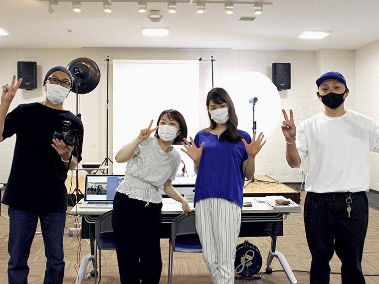 ヘアメイクアップ体験チームの皆さん(左からカメラマン佐久間さん、ヘアメイク佐藤美香さん、モデル佐藤彩乃さん、デザイナー石田さん)ご協力ありがとうございました!(撮影:有樹那)