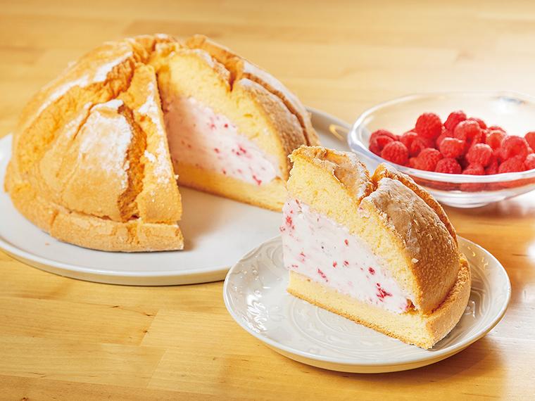 「珈琲香坊」の「ラズベリーのケーキ」(土・日曜祝日のみ)は1カット385円から。パンビーと呼ばれるケーキの香ばしさと絶妙なやわらかさがラズベリークリームのおいしさを引き立てる。淹れたてのコーヒーとの相性も抜群。数量限定生産のため事前に問い合わせを。