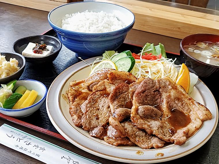 """おしながきのトップに輝く""""特製""""焼肉定食(1,000円)"""